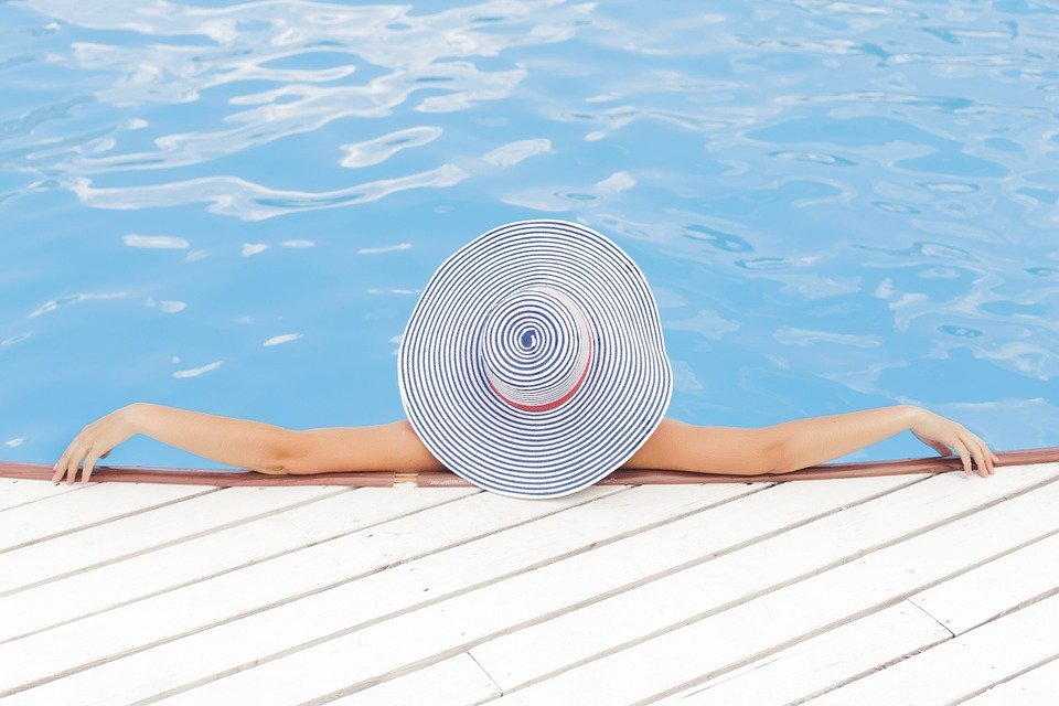 How a Quick Dip in the Pool Can be Bad for Your Intimate Health