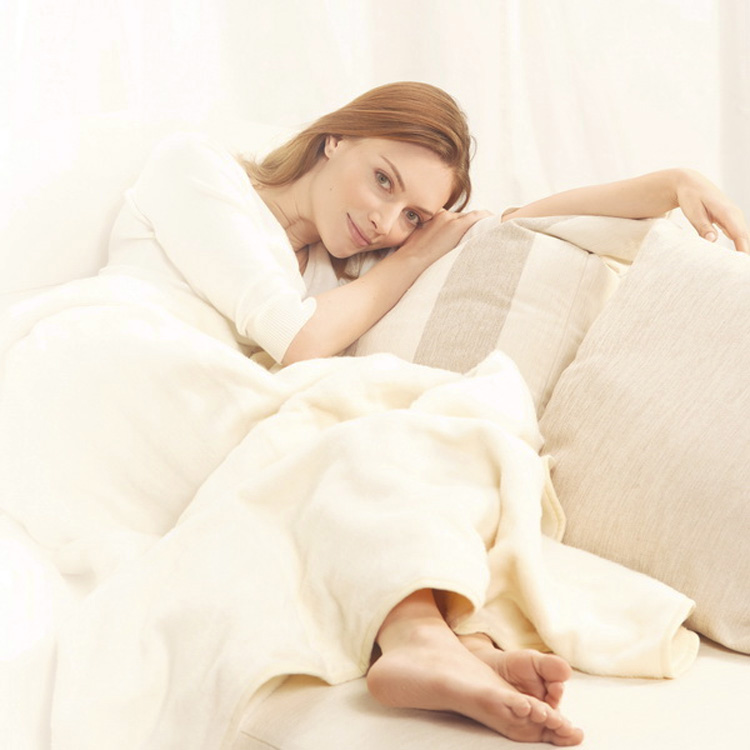 Buy a gift to keep your loved one cosy and warm with the Heated Cuddle Blanket from Beurer