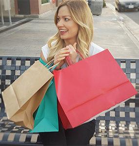 woman-shopping black friday